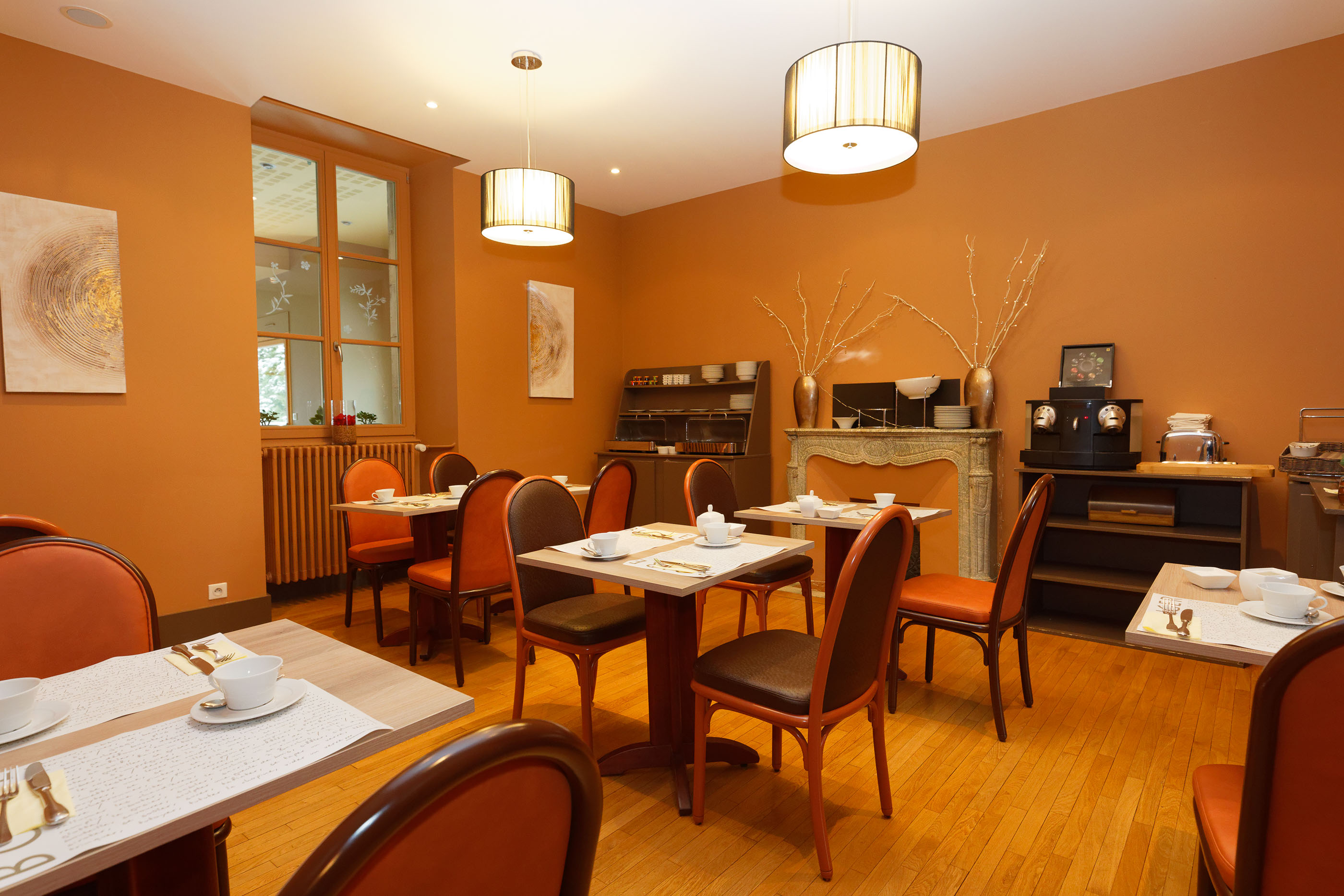 Breakfast room 3-star Hotel and Restaurant in Arbois in the Jura